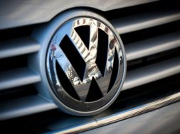 Volkswagen Plans Green-Power Alternative to Tesla's Energy Push