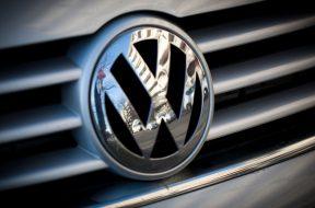 Volkswagen Plans Green-Power Alternative to Tesla's Energy Push