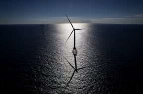 Amid Federal Spat, U.S. Wind Farm to Seek Financing