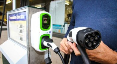 Electric car sector crying out for fast-charging sites, industry body says