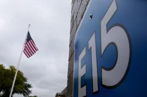 Exclusive- EPA may issue E15 gasoline plan without biofuel credit trade limits – sources