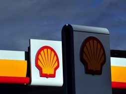 Shell open to carmaker partners in EV charging expansion