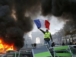 'Yellow vests' put French government on spot over power prices