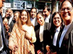 Chandigarh- Kirron Kher hands over e-rickshaws to bar association members