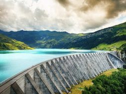 Uniper hedges hydroelectric power sales up to 2020