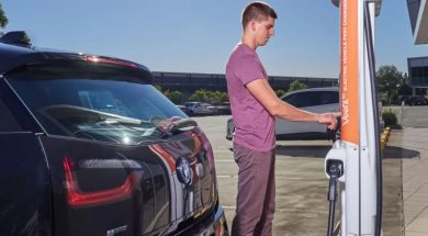 Car industry seeks 'jump-start' for electric vehicle chargers