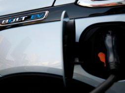 GM and Bechtel plan to build thousands of electric car charging stations across the US