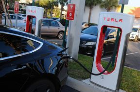 Illinois proposes $1K annual registration fee for electric cars