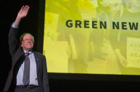 Sanders urges political revolution, Green New Deal support