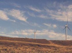A huge energy storage deal raises major doubts