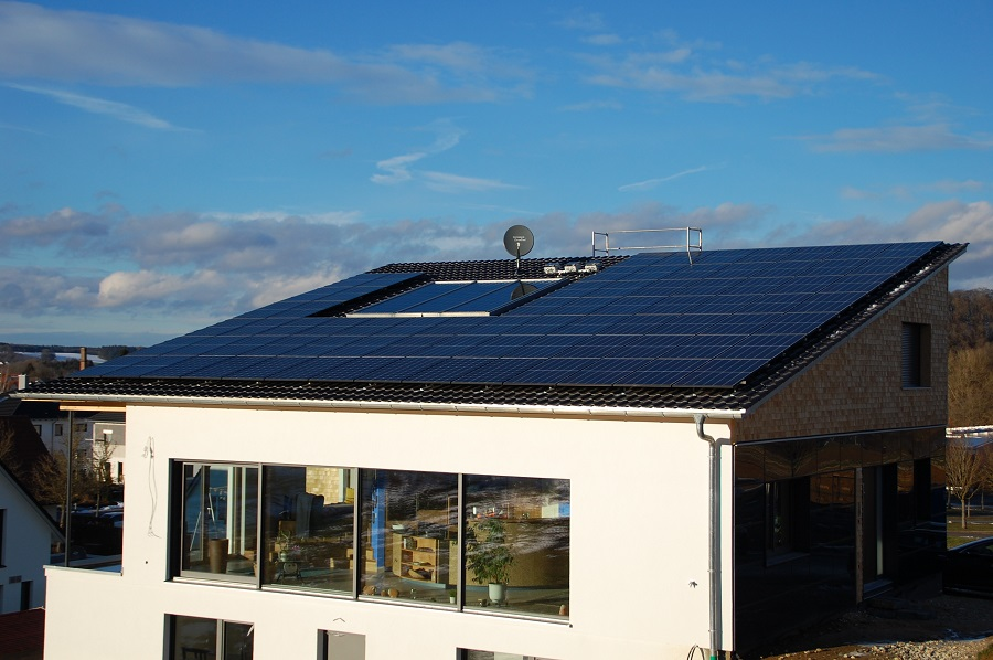 100% energy-autonomous passive house in Germany equipped with Q CELLS' solar modules receives Federal Prize for Outstanding Innovative Achievements