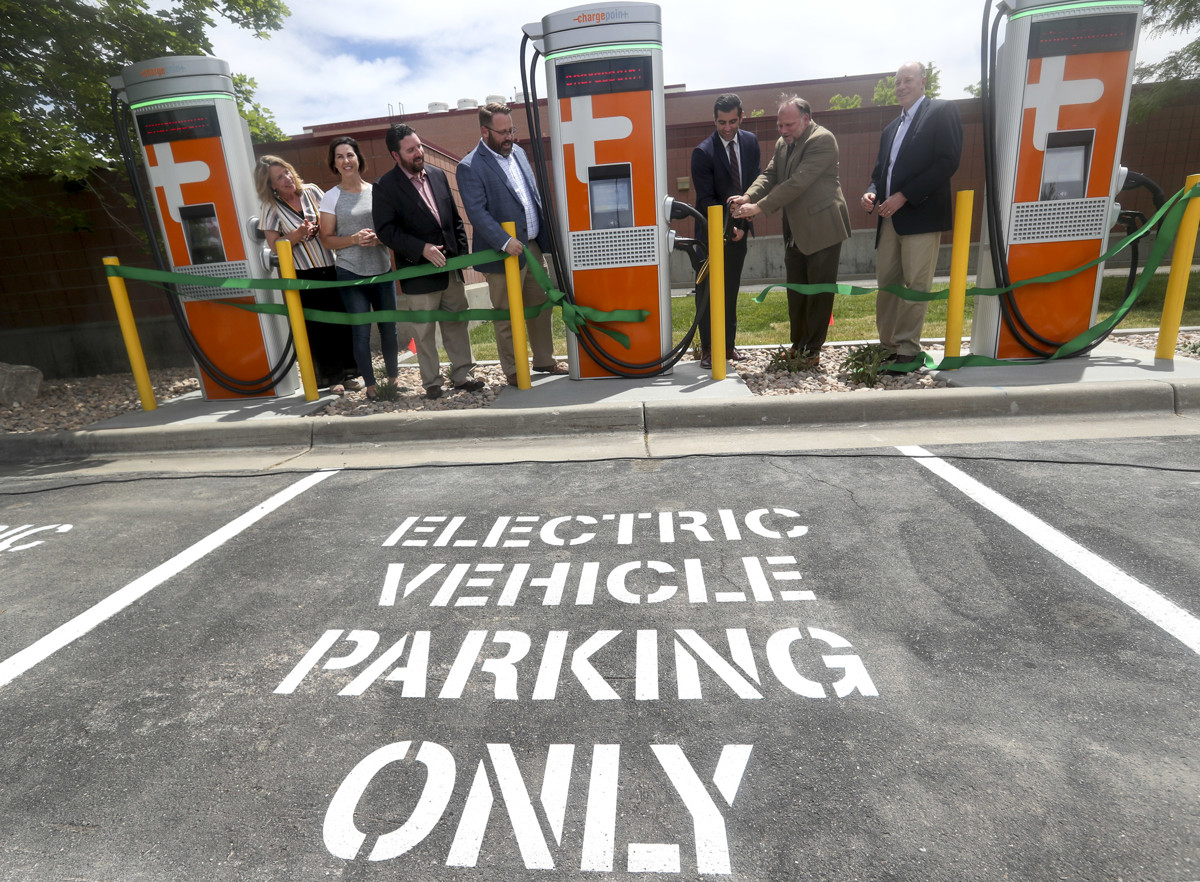 Sandy opens 45 electric vehicle charging stations at city facilities