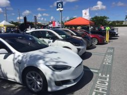 Consumer Reports Car Buyers Want Electric Vehicles. Automakers No, They Don't.