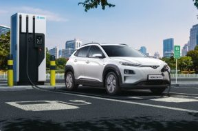How does an Electric Vehicle charge