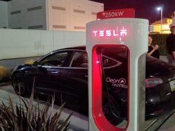 Tesla's V3 Superchargers Deliver 250 kW Charging & 1,722 km,hr