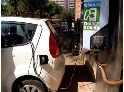 Govt softens stance on time frame for transition to electric vehicles