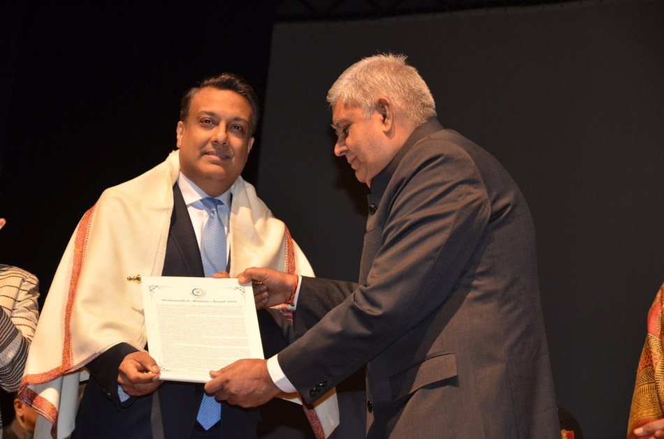 Sumant Sinha Honoured with the Distinguished Alumnus Award by IIM Calcutta
