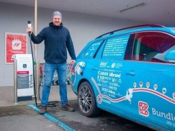 An electric car on a 900 km journey