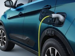 Buy an electric car in Delhi and get back up to Rs 1.5 lakh