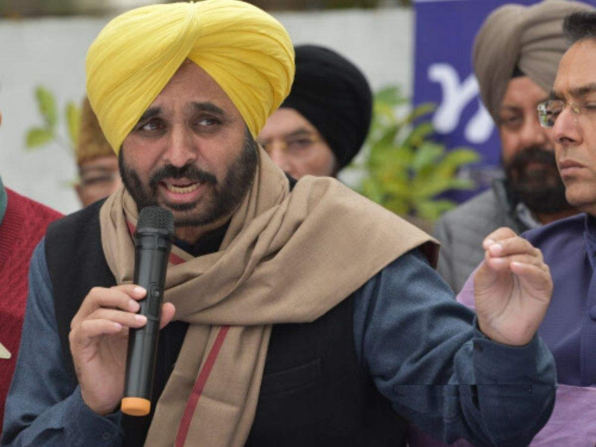 AAP protests outside Punjab assembly over power hike