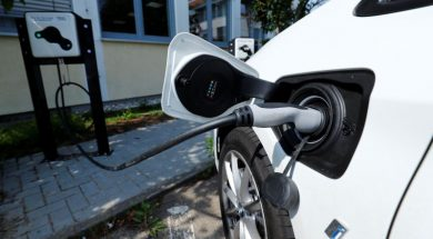 German auto industry needs 'up to €20bn' from government for switch to electric cars