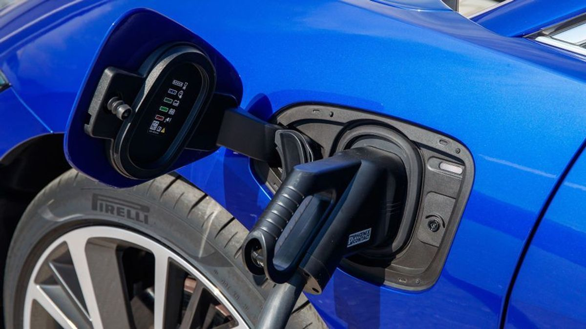 Budget: Chancellor promises £500m investment in EV charging