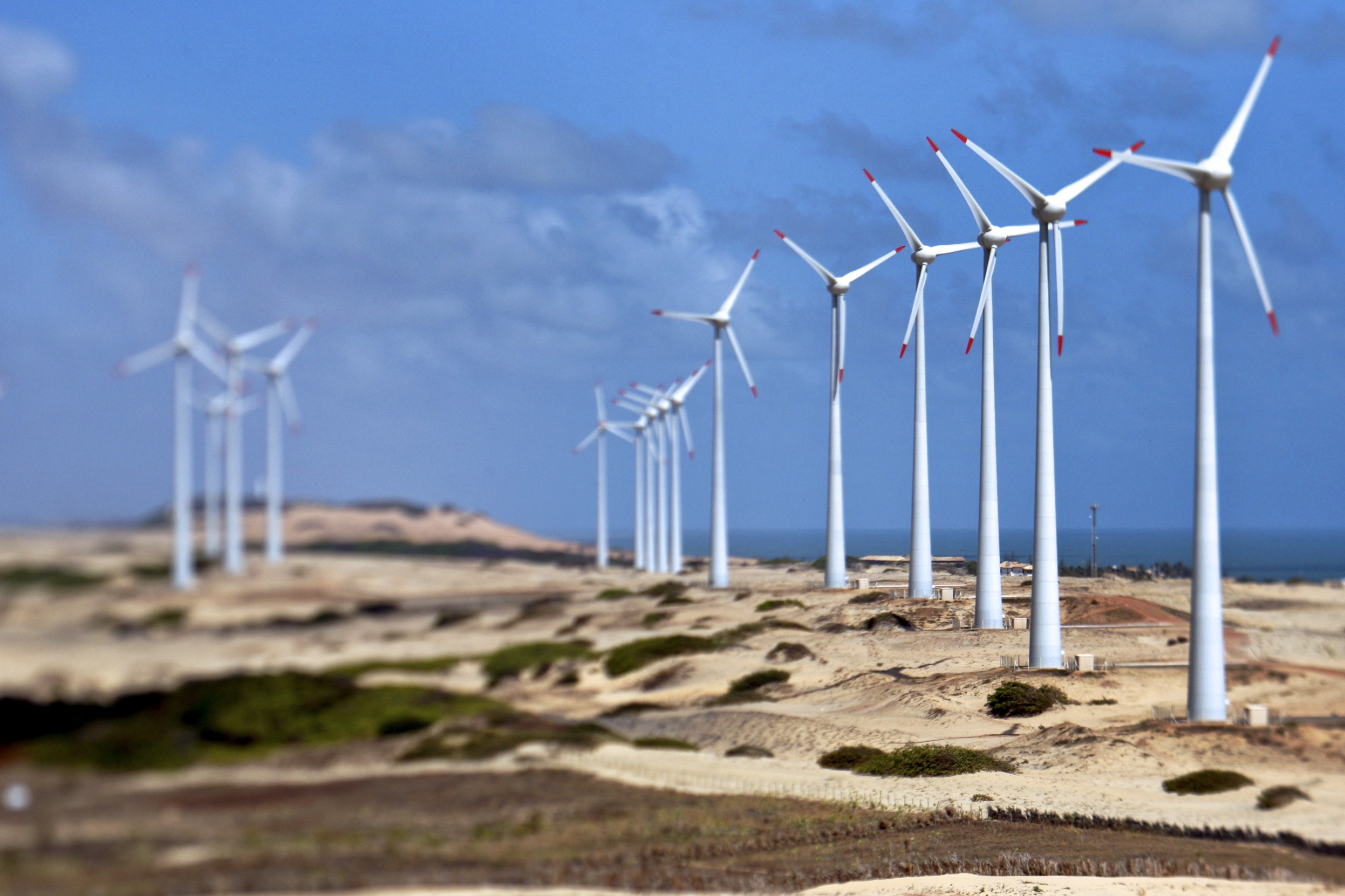 Spain awards clean power capacity below market price in oversubscribed auction