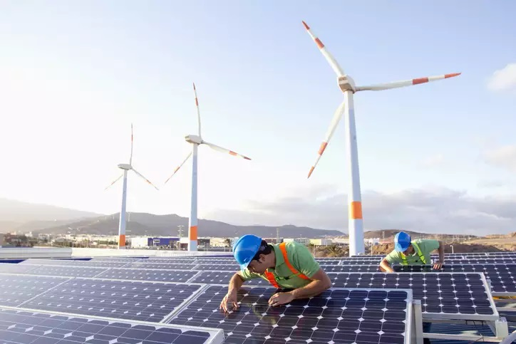About 15,000 MW of wind-solar hybrid capacity to come up in 5 years: Crisil