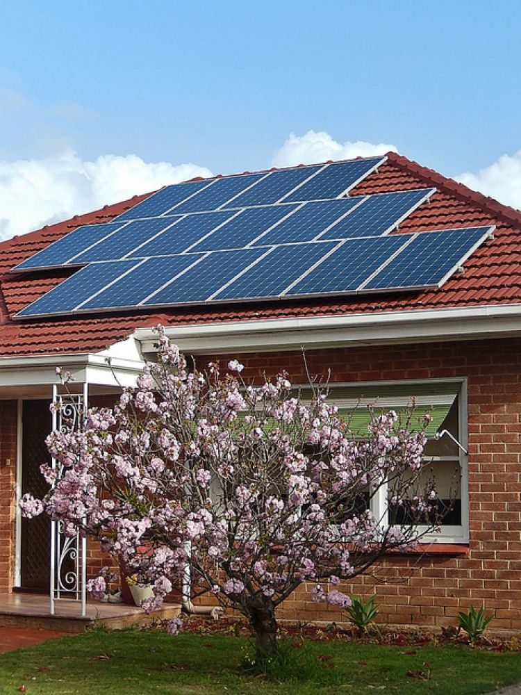 Australian election pledge includes interest-free loans for rooftop solar and battery storage