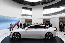 Investors Pile into the Accelerating Electric Vehicle Market