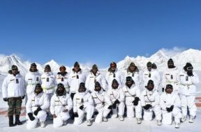 swarajya_2020-01_e4bd3af2-7fbd-417d-bc41-2c9ff67a8220_Indian_Army_Chief_General_M_M_Naravane_with_troops_at_Siachen_Glacier__Pic_Via_Twitter_