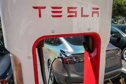 Tesla outlines ambition to halve cost of batteries