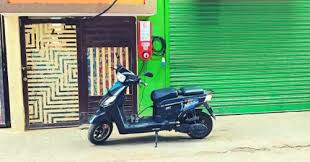 Bengaluru Startup's 'Charzer' Lets Electric Bikes Charge in Stores For Rs 25/Hour