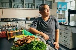 STUDENT INVENTS SOLAR WINDOWS THAT TURN FOOD WASTE INTO RENEWABLE ENERGY