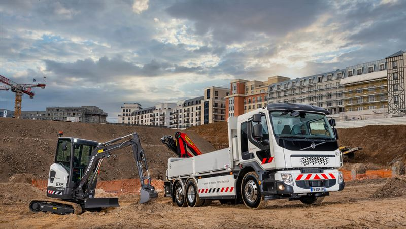 Volvo Group begin customer deliveries of all-electric products