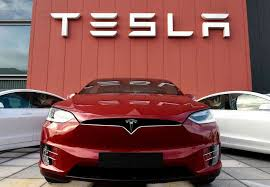 Apple CEO didn't take meeting about buying Tesla