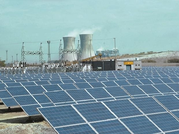 India seeks cheaper renewable power contracts to spur solar, wind projects