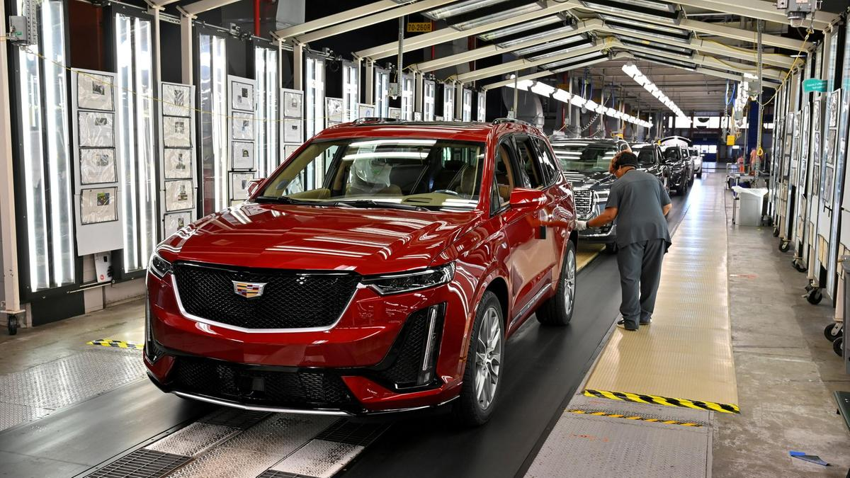 GM Changes Corporate Logo to Plug Its Electric Vehicle Strategy