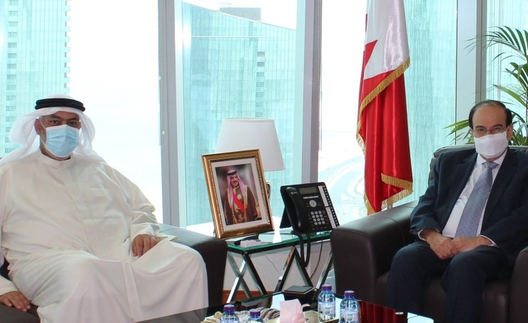 SEA President Receives Bahrain's First Solar-Powered House Owner