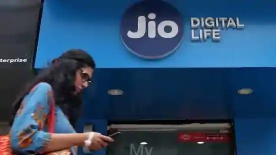 Reliance Jio plans $950 million data centre in UP Powered by Renewable Energy