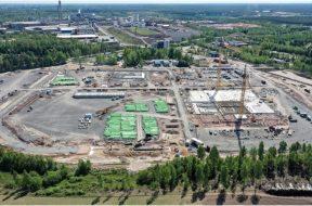 Die Bauarbeiten für die BASF-Anlage für Batteriematerialien in Harjavalta, Finnland, verlaufen planmäßig für eine Inbetriebnahme im Jahr 2022 (Juni 2020).  / The construction work of BASF's battery materials plant in Harjavalta, Finland, is on plan