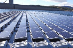 EDP's_220kWp_floating_solar_project_at_the_Alto_Rabagão_Dam_in_the_north_of_Portugal._Image,_EDP._750_443_80_s