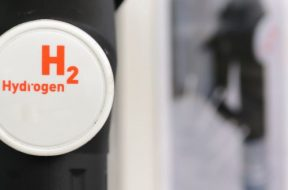 INSIGHT-Shell targets power trading and hydrogen in climate drive