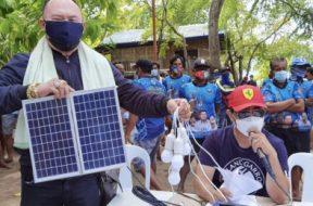 Residents of 'hidden gem' Cebu islet receive solar panels