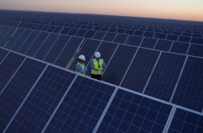 Crown Prince announces launch of Sakaka solar power plant, unveils 7 new projects