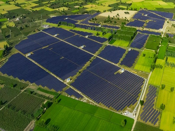 How much electricity can the world's biggest single-site solar park produce?
