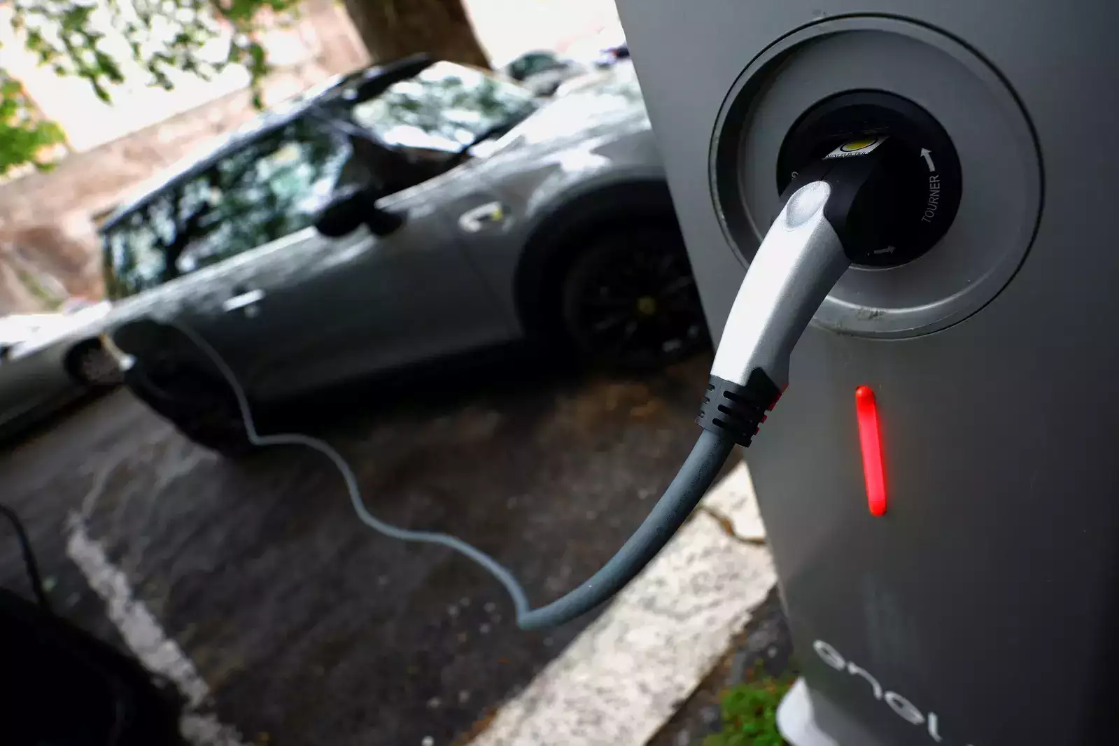 Electric Vehicles Will be Cheaper Than Combustion by 2027: Study