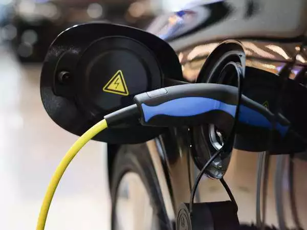 New Electric Vehicle Charging Research Could Allow Drivers to Power Their Cars as They Drive on the Highway