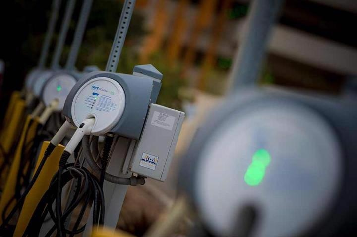 Study Suggests Fast-Charging Stations for Electric Vehicles Should be Expanded