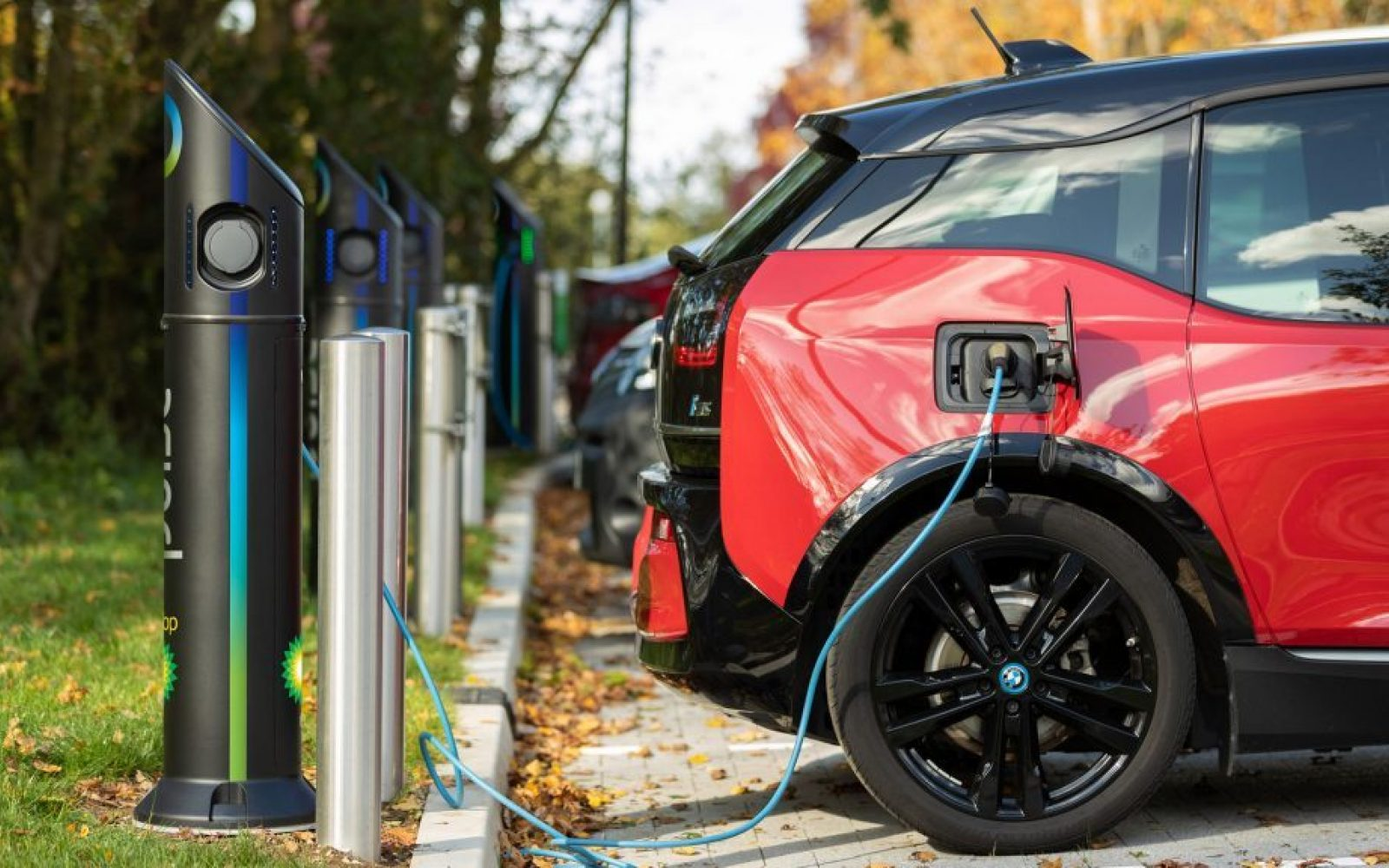 CESL Signs Agreement With HPCL For Setting Up of EV Charging Points in Metro Cities Across India